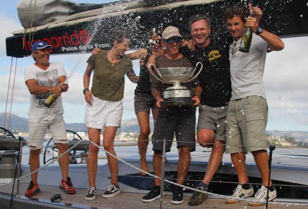 La tripulacion del Fresgarrido vencedores en tiempo real (Foto Pedro Seoane)