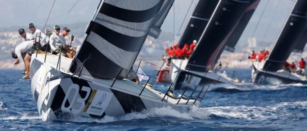 Quantum picha en una complicada jornada con viento inestable en la Puerto Portals 52 Super Series Sailing Week. Luna Rossa y Sled ganan las mangas del día
