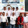 Foto de familia de las autoridades con los flamantes campeones europeos de 420