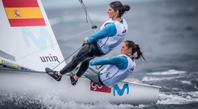El poco viento impidió la disputa de cuatro de las seis medal race planificadas para hoy... los 470 femeninos no pudieron navegar y la clasificación se mantuvo intacta