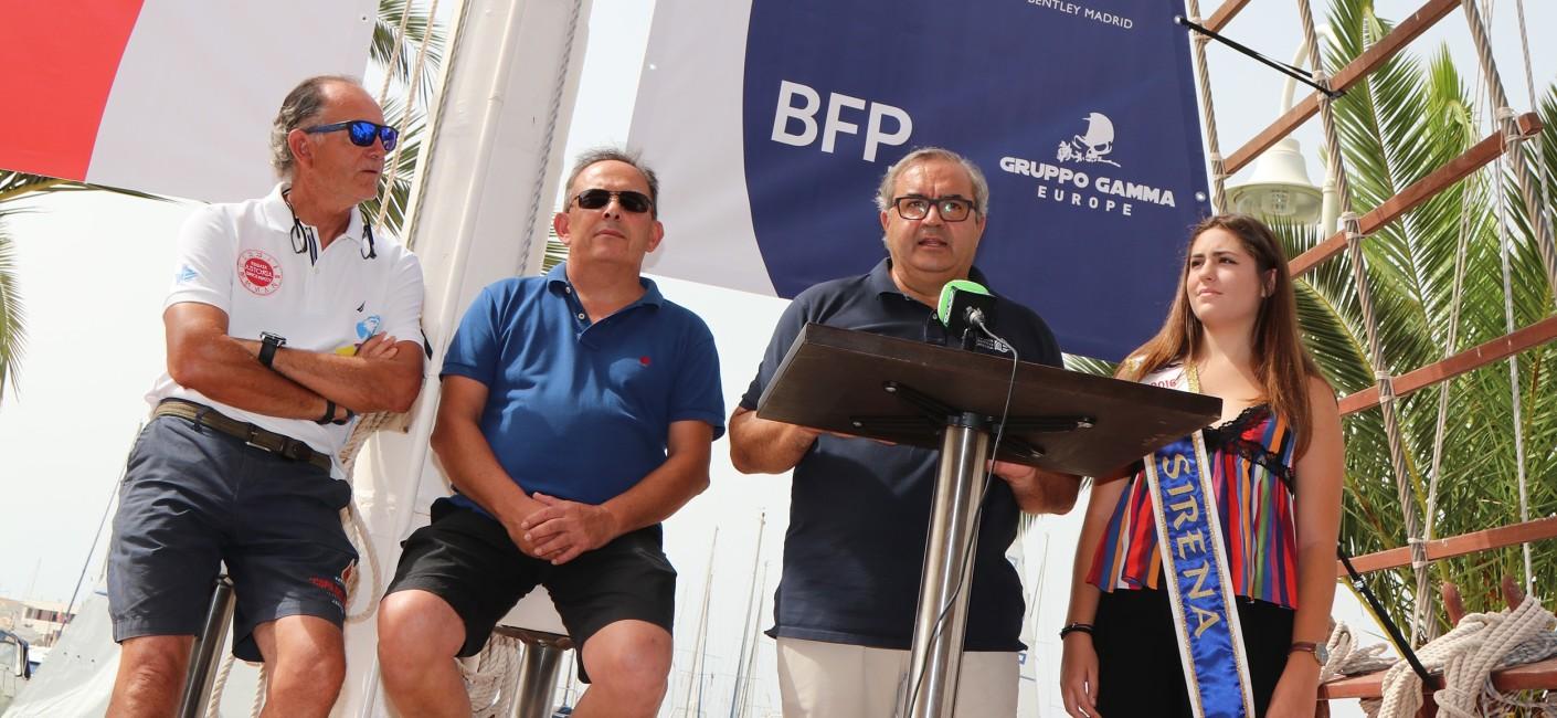 La prueba torrevejense se presenta con un nuevo atractivo, ya que el trofeo y nombre de la regata se complementará a partir de ahora con el 'Memorial Fernando Pedrera'