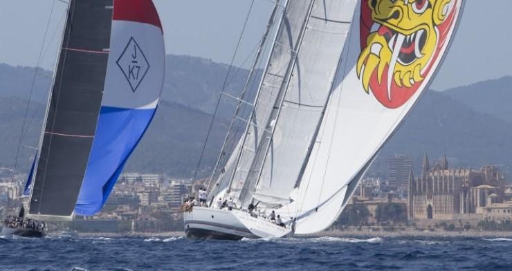 El aroma de la regata ya está en el aire: los superyates más espectaculares del mundo comienzan a reunirse para el comienzo de la Superyacht Cup Palma, que se celebrará la próxima semana en la bahía de Palma